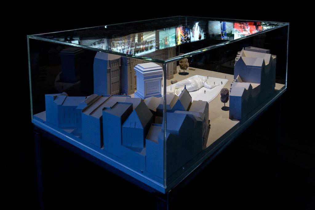 Sic transit gloria mundi, scale model